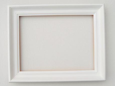 Rama drewniana frezowana biała 40cm x 50cm (1)